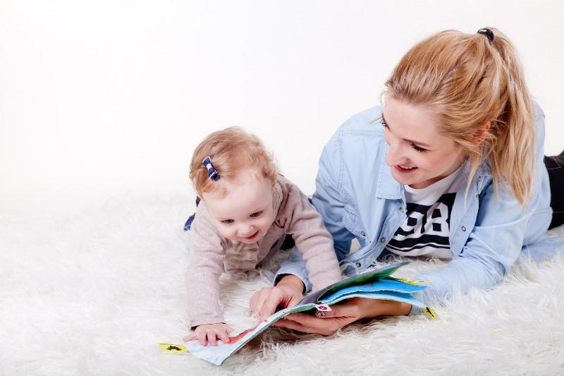Dạy con thói quen đọc sách từ bé
